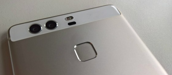 Huawei-P9-smartphone-with-dual-Leica-made-lens-system-560x245